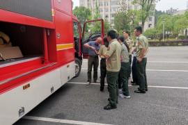 两台消防宣传车交付湖北消防总队